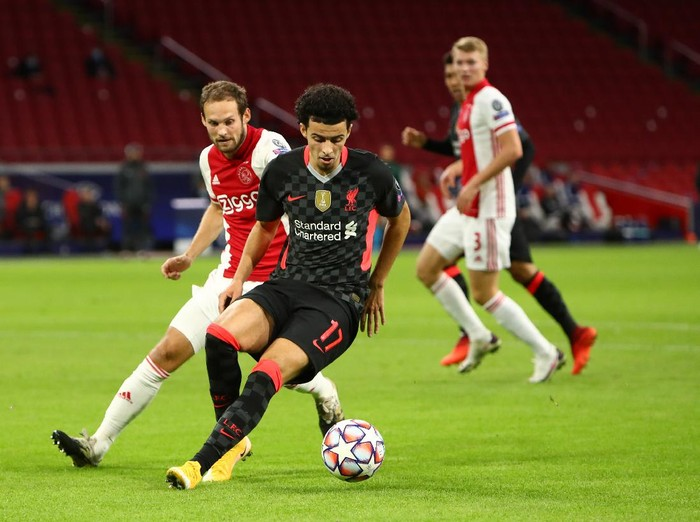 AMSTERDAM, NETHERLANDS - OCTOBER 21: Curtis Jones of Liverpool turns away from Daley Blind of Ajax during the UEFA Champions League Group D stage match between Ajax Amsterdam and Liverpool FC at Johan Cruijff Arena on October 21, 2020 in Amsterdam, Netherlands. (Photo by Dean Mouhtaropoulos/Getty Images)