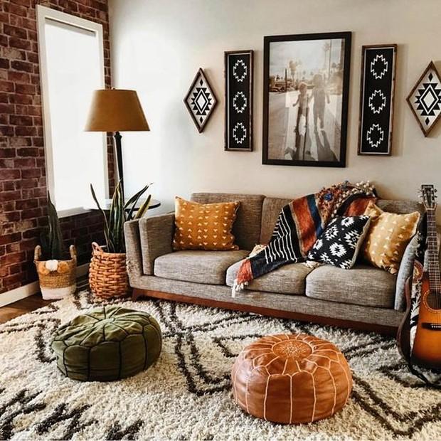 Jika merasa sudah bosan dengan ruangan atau merasa ruangan terlalu kosong bisa berikan aksen baru.