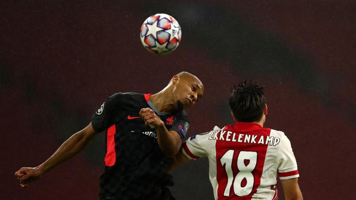 AMSTERDAM, NETHERLANDS - OCTOBER 21: Fabinho of Liverpool jumps for the ball with Jurgen Ekkelenkamp of Ajax during the UEFA Champions League Group D stage match between Ajax Amsterdam and Liverpool FC at Johan Cruijff Arena on October 21, 2020 in Amsterdam, Netherlands. (Photo by Dean Mouhtaropoulos/Getty Images)