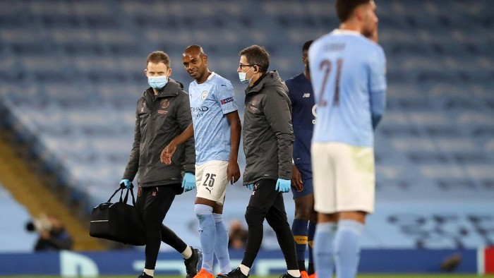 MANCHESTER, ENGLAND - OCTOBER 21: Fernandinho of Manchester City walks off the pitch during the UEFA Champions League Group C stage match between Manchester City and FC Porto at Etihad Stadium on October 21, 2020 in Manchester, England. Sporting stadiums around the UK remain under strict restrictions due to the Coronavirus Pandemic as Government social distancing laws prohibit fans inside venues resulting in games being played behind closed doors. (Photo by Martin Rickett - Pool/Getty Images)
