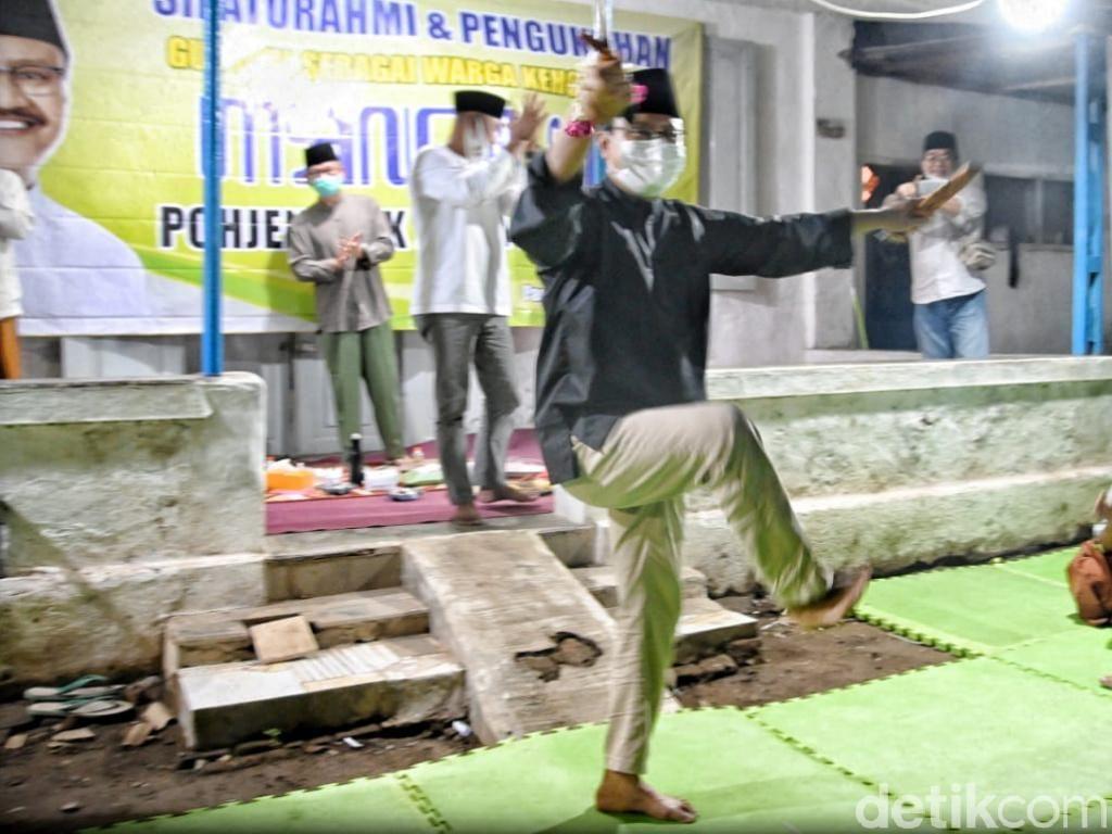 Gus Ipul Dinobatkan Jadi Warga Kehormatan Kampung Silat Mancilan