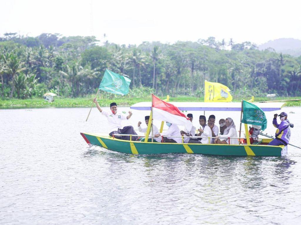 Kirab Perahu Wisata Peringati Hari Santri Nasional di Rawa Pening