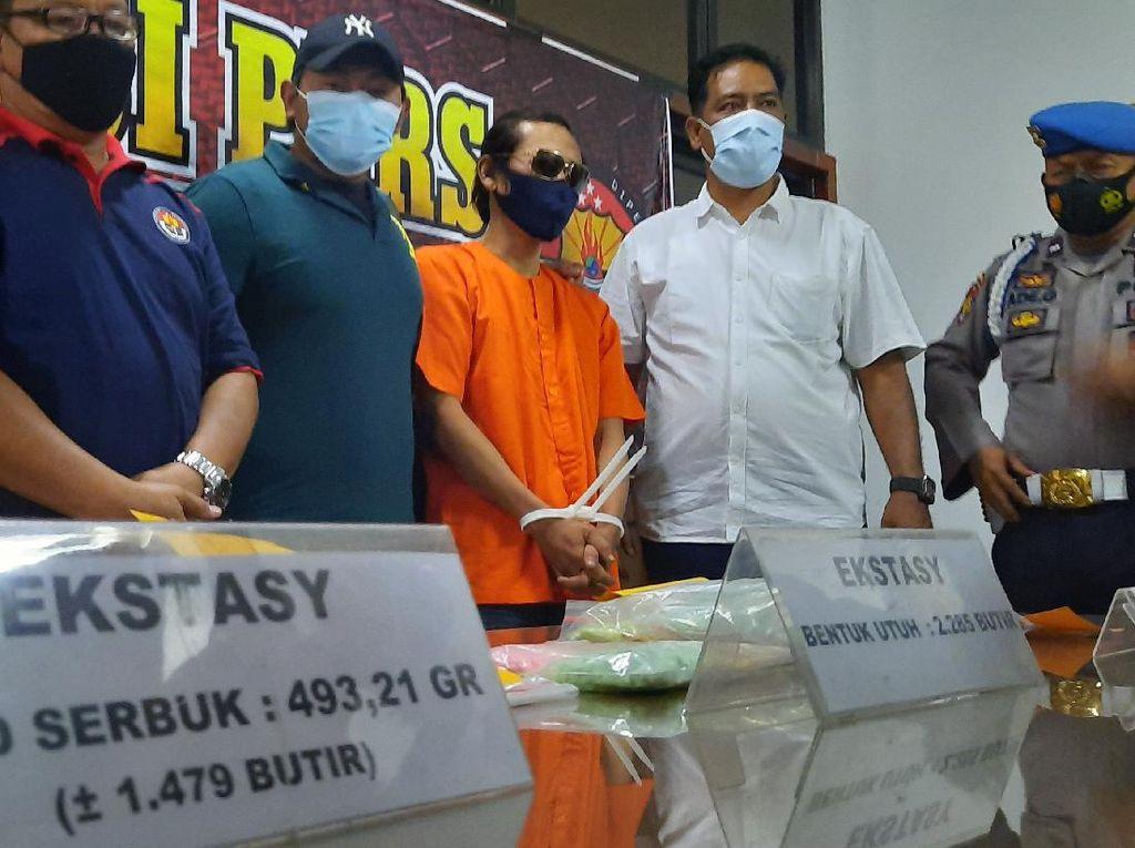 Kurir Narkoba di Jambi Ditangkap, Ribuan Pil Ekstasi-Ratusan Gram Sabu Disita
