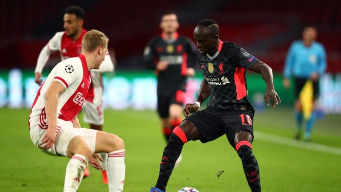 AMSTERDAM, NETHERLANDS - OCTOBER 21: Perr Schuurs of Ajax battles for possession with Sadio Mane of Liverpool during the UEFA Champions League Group D stage match between Ajax Amsterdam and Liverpool FC at Johan Cruijff Arena on October 21, 2020 in Amsterdam, Netherlands. (Photo by Dean Mouhtaropoulos/Getty Images)