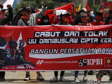 Aksi Massa Buruh Long March ke Patung Kuda