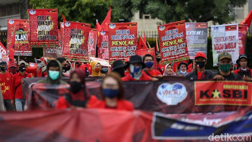UU Cipta Kerja Diteken Jokowi, Ini Perjalanannya