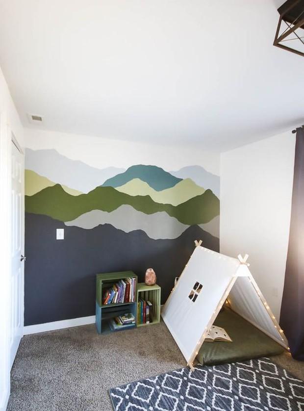 Cat ruangan dengan disesuaikan selera atau lukis ruangan yang mudah dan beri kombinasi warna.