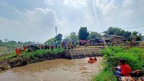 2 Perahu Karet Diterjunkan Cari Bocah Tenggelam di Anak Sungai Citarum