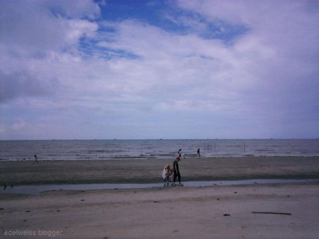 Sudah Pernah ke Pantai Panrita Lopi?