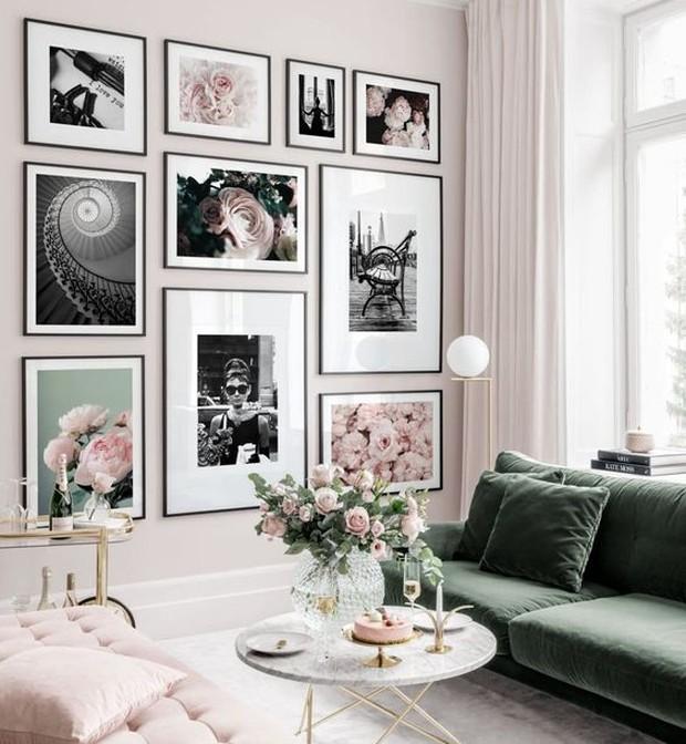 Tanaman atau bunga bisa diletakkan di tengah atau dipojok ruangan.
