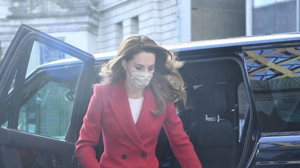 Foto: Tas Baru Kate Middleton Jadi Sorotan, Tersirat Pesan Romantis
