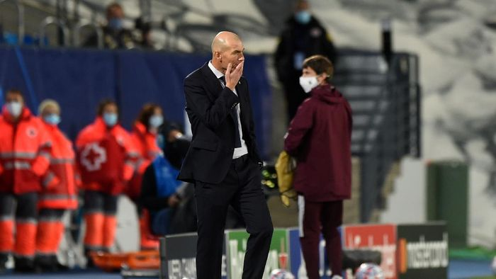 MADRID, SPAIN - OCTOBER 21: Zinedine Zidane, Head Coach of Real Madrid reacts during the UEFA Champions League Group B stage match between Real Madrid and Shakhtar Donetsk at Estadio Alfredo Di Stefano on October 21, 2020 in Madrid, Spain. The game will be played behind closed doors as a COVID-19 precaution.  (Photo by Denis Doyle/Getty Images)