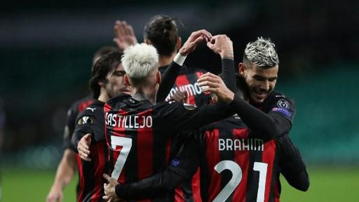 AC Milans Spanish midfielder Brahim Diaz celebrates with teammates after scoring his teams second goal  during the UEFA Europa League 1st round group H football match between Celtic and AC Milan at Celtic Park stadium in Glasgow, Scotland on October 22, 2020. (Photo by RUSSELL CHEYNE / POOL / AFP)