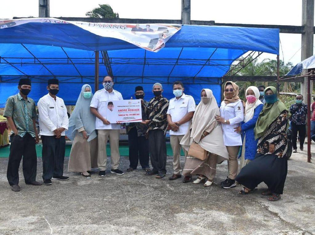Andre Rosiade Sumbang Dana Rp 100 Juta untuk Proyek Masjid di Pessel