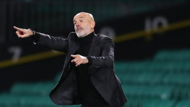 AC Milan's manager Stefano Pioli gives instructions to his players during the Europa League Group H first leg soccer match between Celtic and AC Milan at the Celtic Park stadium in Glasgow, Scotland, Thursday, Oct. 22, 2020. AC Milan won the match 3-1.(Jane Barlow/Pool via AP)