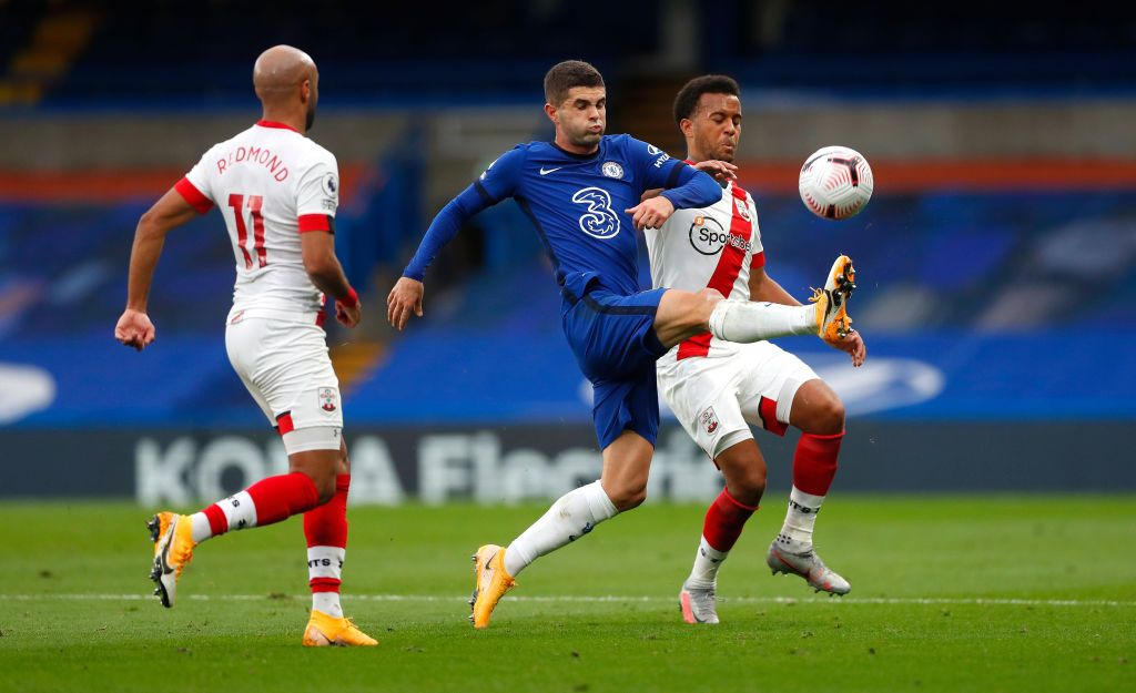 LONDON, ENGLAND - OCTOBER 17: Christian Pulisic of Chelsea is challenged by Nathan Redmond of Southampton during the Premier League match between Chelsea and Southampton at Stamford Bridge on October 17, 2020 in London, England. Sporting stadiums around the UK remain under strict restrictions due to the Coronavirus Pandemic as Government social distancing laws prohibit fans inside venues resulting in games being played behind closed doors. (Photo by Mike Hewitt/Getty Images)