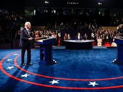 Debat Pamungkas Trump dan Biden Soal Corona Hingga Rasisme