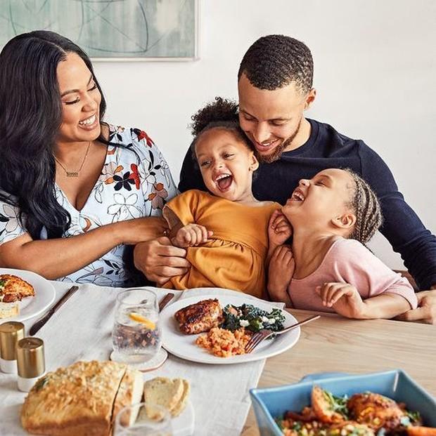 Dinner merupakan cara mudah untuk quality time bersama keluarga