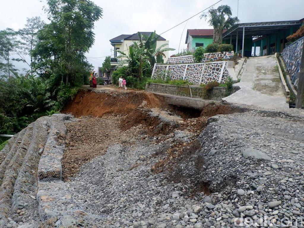 Jalan Akses Dua Desa di Banjarnegara Putus Gegara Tanah Gerak