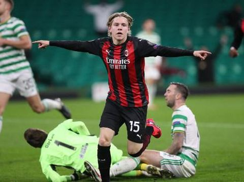 AC Milan's Norwegian midfielder Jens Petter Hauge celebrates scoring his team's third goal during the UEFA Europa League 1st round group H football match between Celtic and AC Milan at Celtic Park stadium in Glasgow, Scotland on October 22, 2020. (Photo by RUSSELL CHEYNE / POOL / AFP)