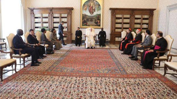 Mantan Wakil Presiden Jusuf Kalla bertemu Paus Fransiskus di Vatikan, Jumat (23/10) / Foto: Tim Media JK
