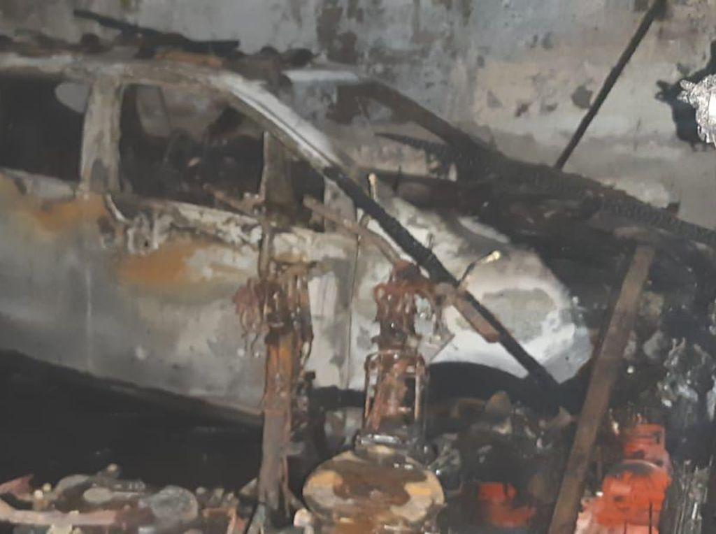 Sekeluarga Tewas dalam Kebakaran di Tangerang, Mobil-Motor Ikut Terbakar