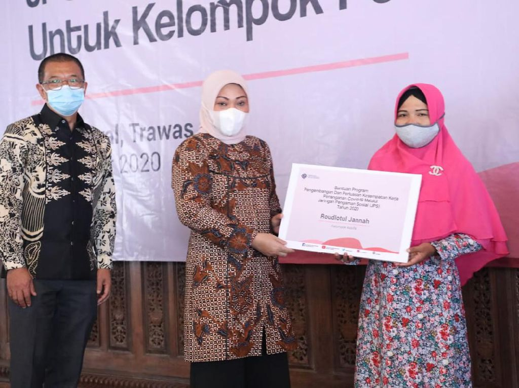 Kelompok Pekerja Perempuan di Mojokerto Dapat Bantuan dari Kemnaker