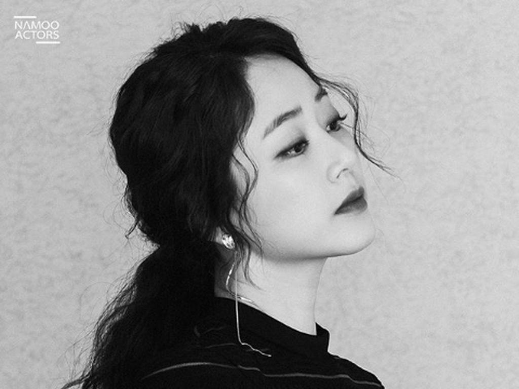 Mengenal Kim Hyo Jin, Penipu Cantik di Drama Korea Private Lives