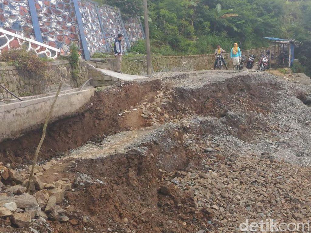 Tanah Gerak, Akses Warga Dua Desa di Banjarnegara Putus