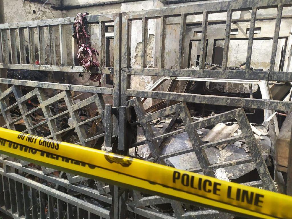 Melihat Sisa Kebakaran yang Tewaskan Satu Keluarga di Tangerang
