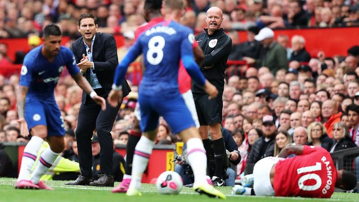 MANCHESTER, ENGLAND - AUGUST 11:  Frank Lampard manager of Chelsea during the Premier League match between Manchester United and Chelsea FC at Old Trafford on August 11, 2019 in Manchester, United Kingdom. (Photo by Julian Finney/Getty Images)