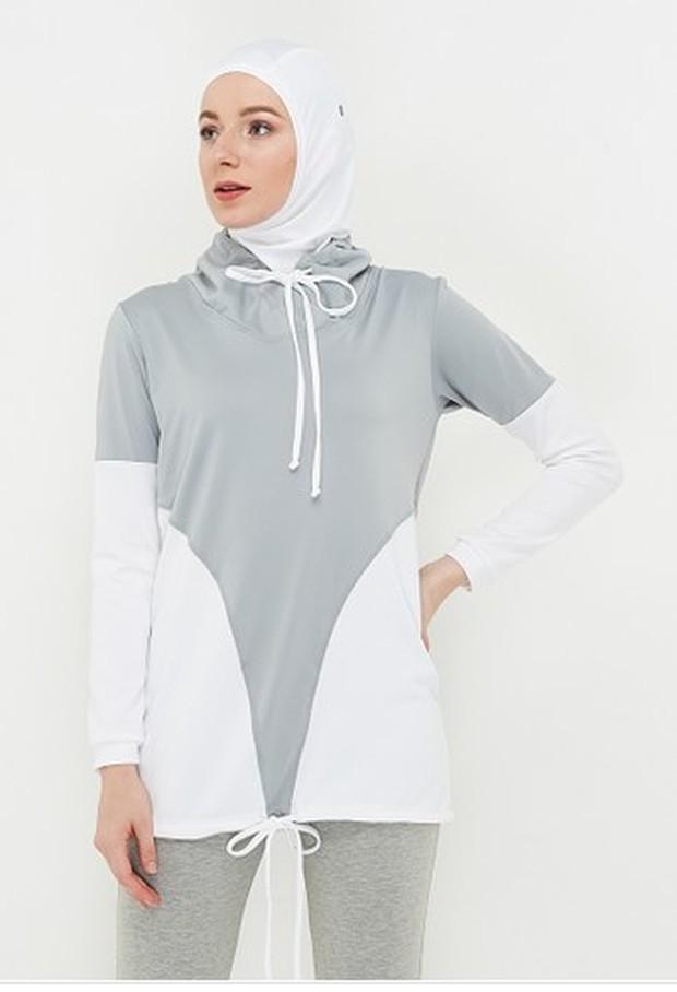 Outfit olahraga wanita berhijab Madina Long Sleeve/Zalora.co.id