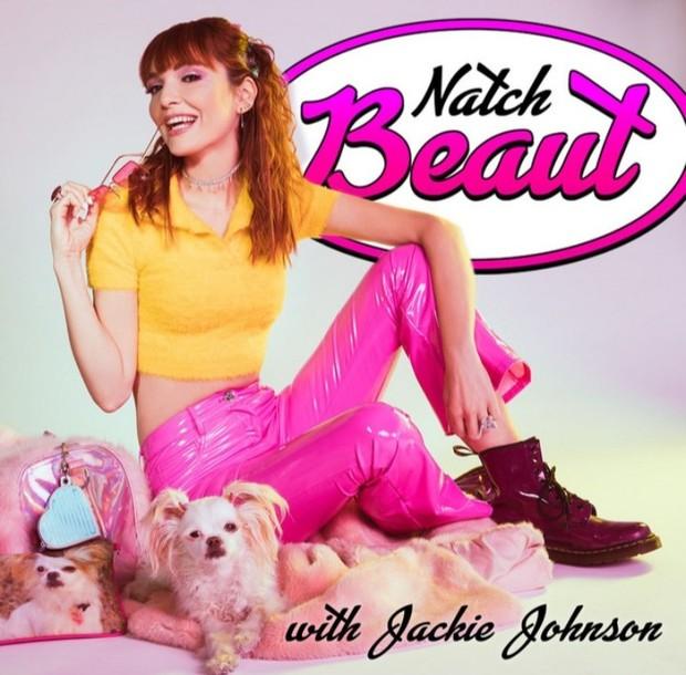Saat ini Jackie Johnson membawa genre komedinya ke Natch Beaut untuk mendiskusikan setiap topik kecantikan.