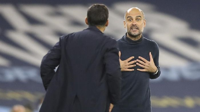 Manchester Citys head coach Pep Guardiola, right, argues with Portos head coach Sergio Conceicao, left, during the Champions League group C soccer match between Manchester City and FC Porto at the Etihad stadium in Manchester, England, Wednesday, Oct. 21, 2020. (Martin Rickett/Pool via AP)
