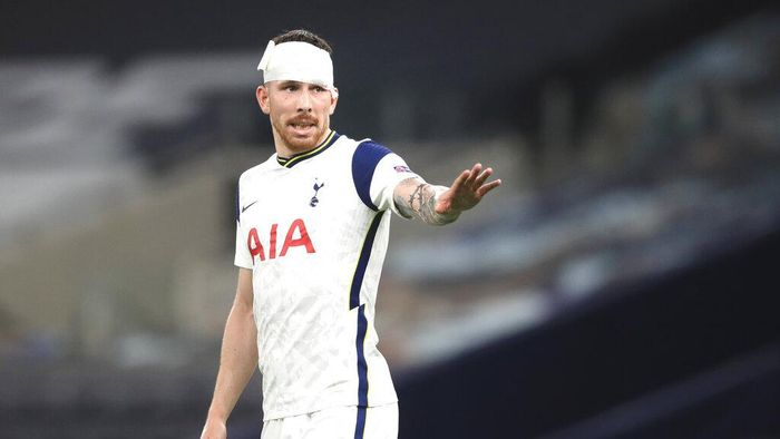 Tottenhams Pierre-Emile Hojbjerg during the Europa League, Group J, soccer match between Tottenham Hotspur and LASK in London, England, Thursday, Oct. 22, 2020. (Adam Davy/Pool via AP)