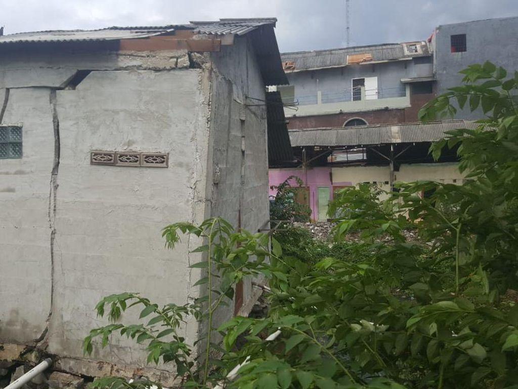 Video Angin Puting Beliung Terjang Puluhan Rumah di Bekasi Utara