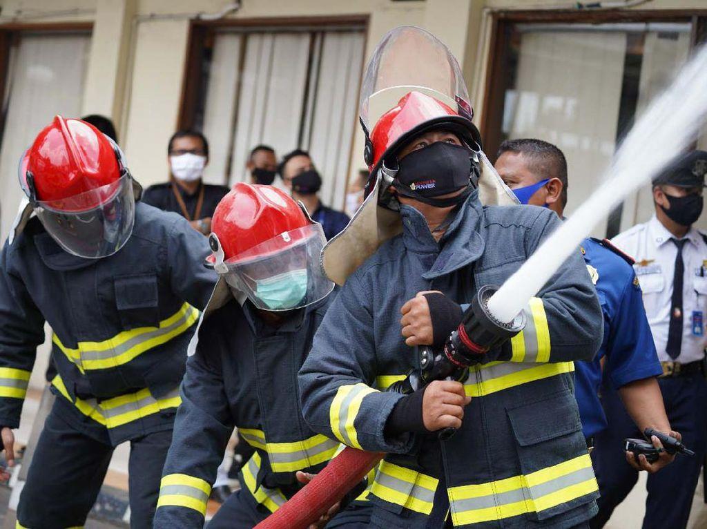 Simulasi Penanganan Kebakaran di Gedung Bertingkat