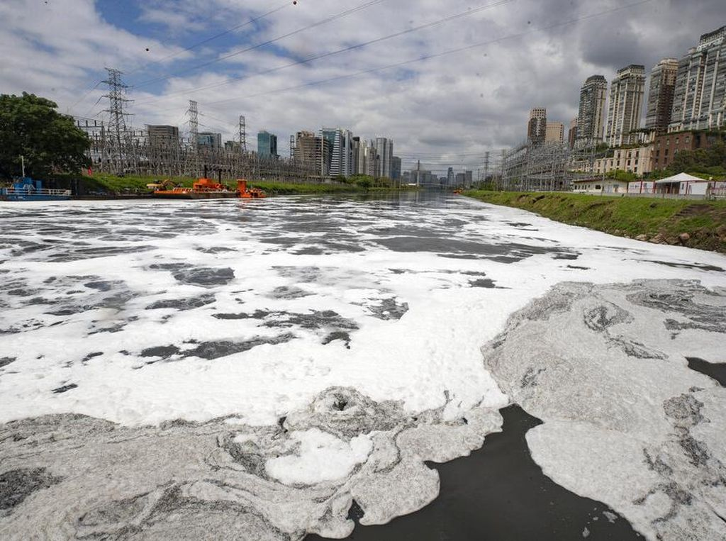 Begini Potret Sungai Paling Tercemar di Brasil