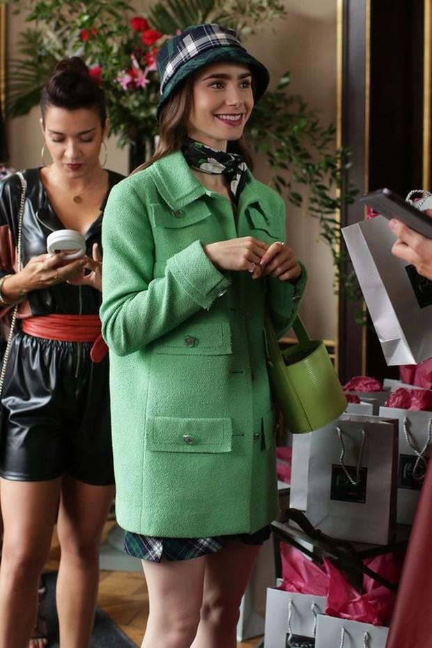 Outfit ini sebenarnya terinspirasi dari Audrey Hepbrun yang ikonik.