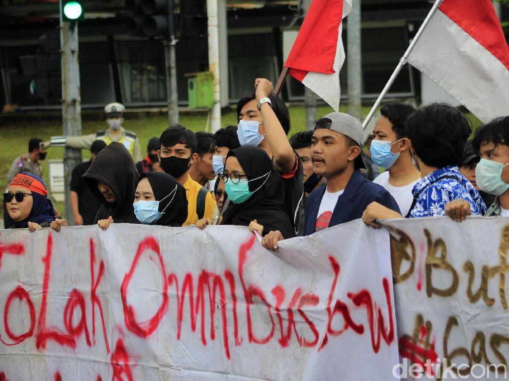 Beda Suara Senayan Saat Dituntut Legislative Review UU Cipta Kerja