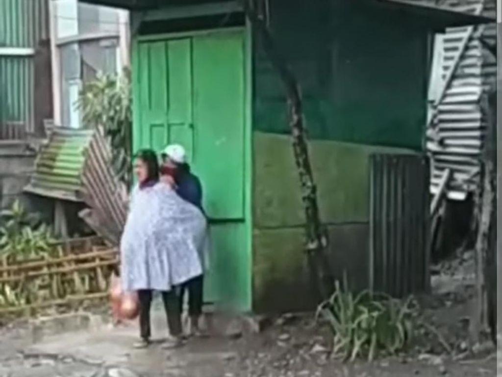 Viral Seorang Nenek Dipukuli Wanita Muda di Kota Malang