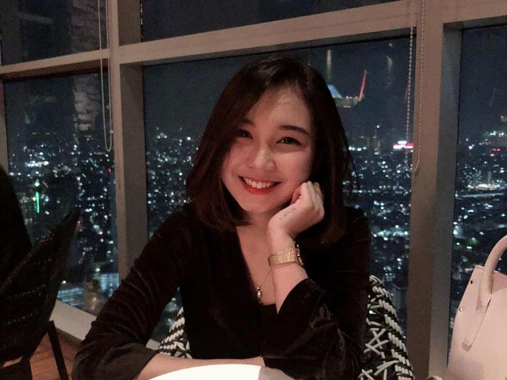 Pose Menggemaskan Yuri Eks JKT48 saat Memasak dan Kulineran