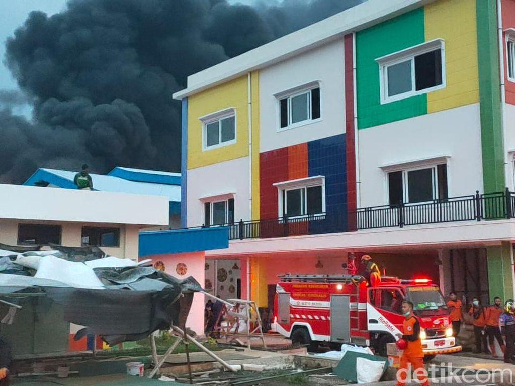 Gudang Pabrik Busa di Sragen Kebakaran, Asap Hitam Membubung Tinggi