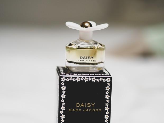 Parfum beraroma floral bisa menggaet hati pria - Unsplash/Laura Chouette