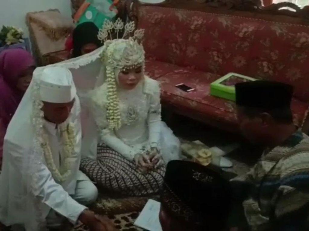 Usai Ajukan Talak, Kakek Sarna Ogah Jauh dari Istrinya Usia 17 Tahun