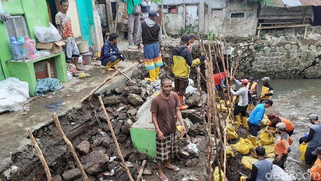 Dapur-Kamar Mandi Kontrakan di Bandung Hancur Gegara Kirmir Ambrol