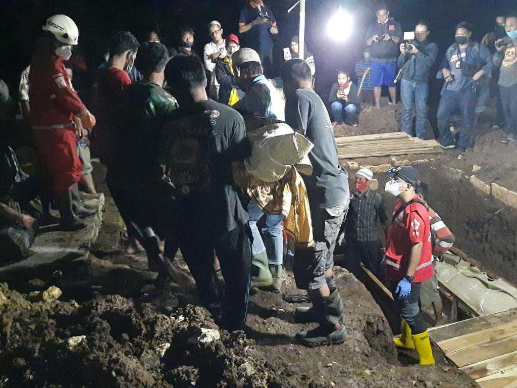 Sekeluarga Tewas Kebakaran di Tangerang Dimakamkan Satu Liang Lahat