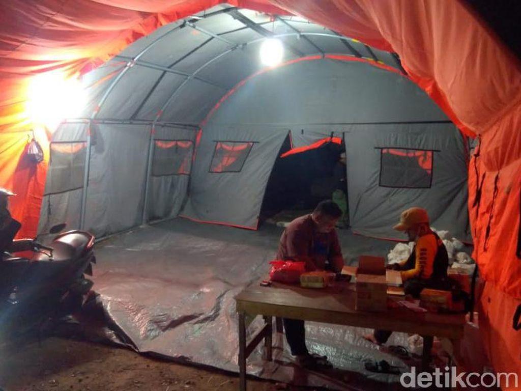 Rumah Rusak Gegara Puting Beliung, Warga Bekasi Tak Mengungsi Meski Hujan