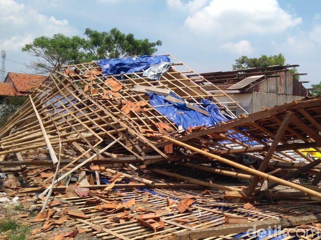 159 Rumah Rusak Gegara Puting Beliung, Mayoritas Atap Hilang