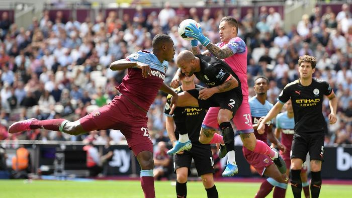 LONDON, ENGLAND - AUGUST 10: Ederson of Manchester City makes a save during the Premier League match between West Ham United and Manchester City at London Stadium on August 10, 2019 in London, United Kingdom. (Photo by Shaun Botterill/Getty Images)